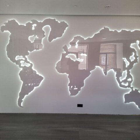Карта світу з контурною підсвіткою